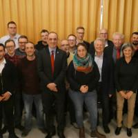 Stolz auf die gute SPD-Mannschaft, die für den Haßfurter Stadtrat kandidiert, zeigte sich Bürgermeisterkandidat Stephan Schneider (Neunter von links), der die Liste anführen wird. Mit auf dem Foto: SPD-Landratskandidat Wolfgang Brühl (links).
